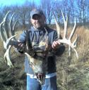 Big Illinois buck found dead near Petersburg